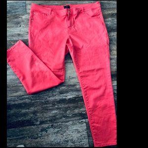 CELEBRITY Pink Skinny Pants
